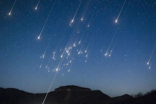 心理测试:4个流星雨,哪个最漂亮?测你天生有什么好运?
