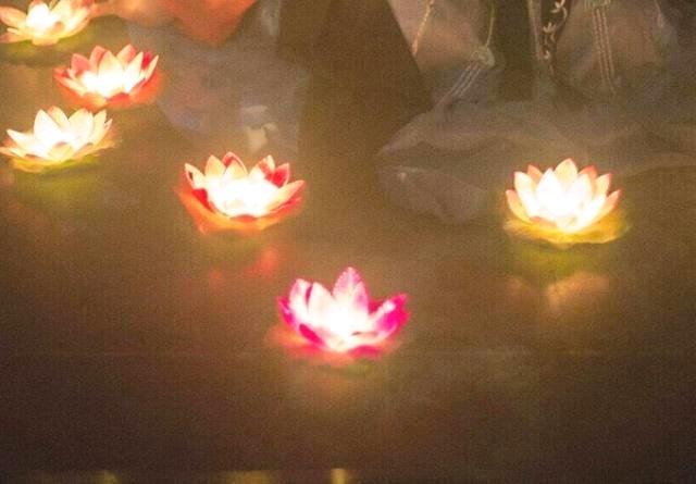 心理测试:你最想用哪盏莲花灯祈福?测你什么时候可以高人一等!